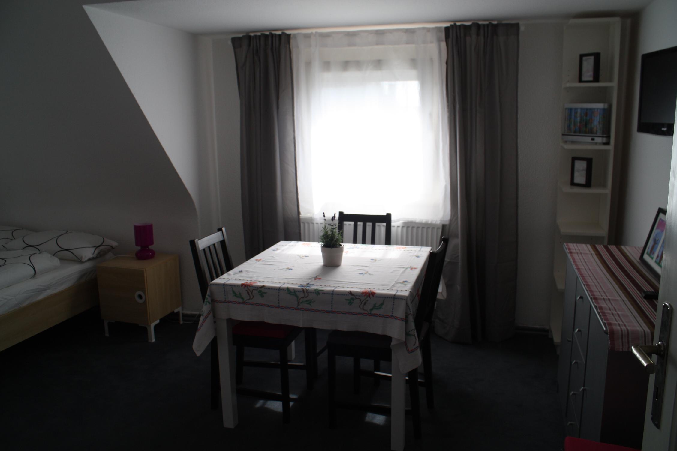 freiraum das gro e zimmer. Black Bedroom Furniture Sets. Home Design Ideas