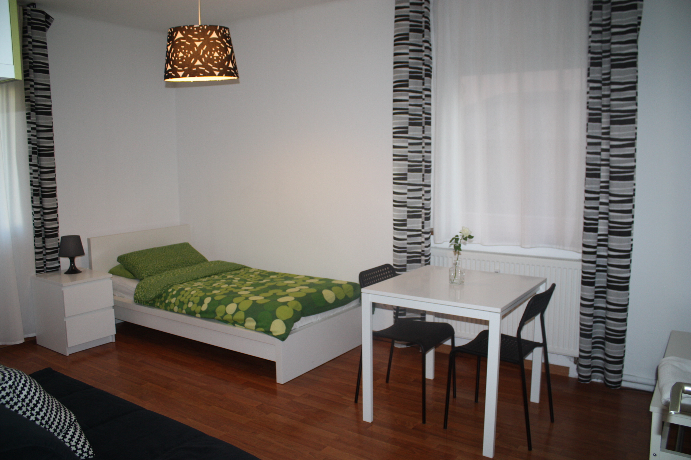 freiraum das gr ne zimmer. Black Bedroom Furniture Sets. Home Design Ideas