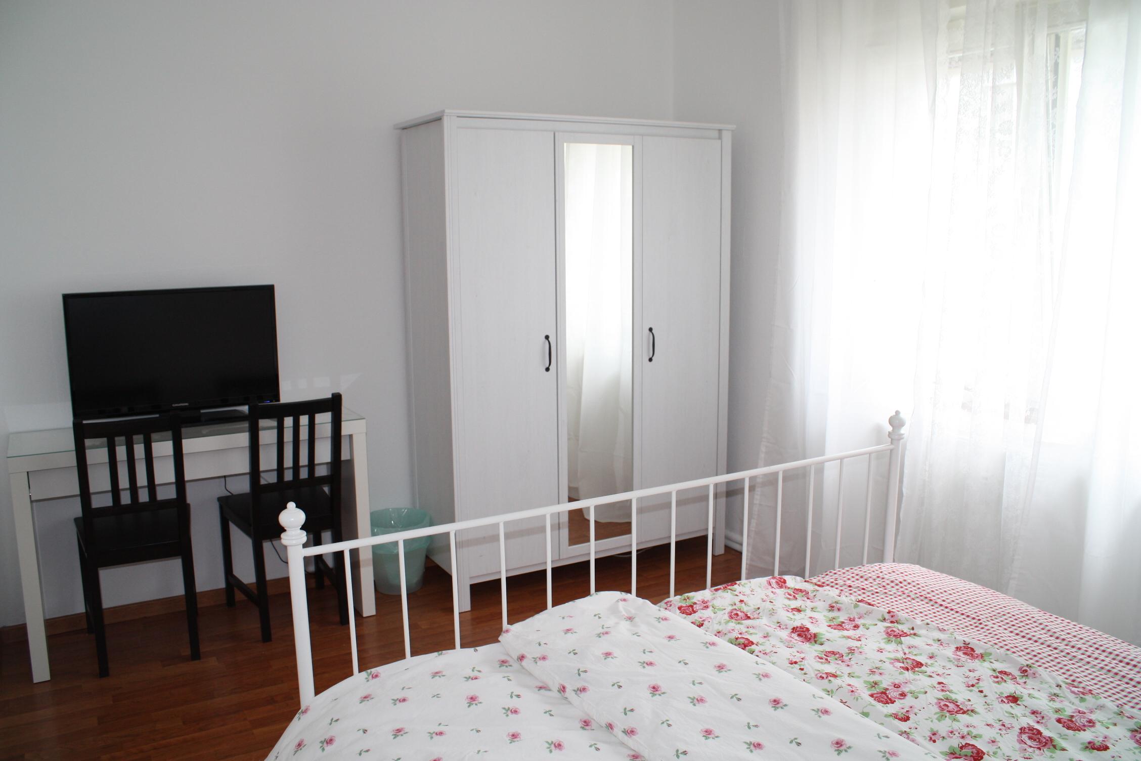freiraum das rote zimmer. Black Bedroom Furniture Sets. Home Design Ideas